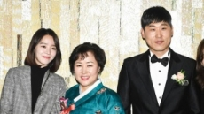 김수현-윤석민 지각결혼…신혜선ㆍ봉중근 등 ★ 하객출동