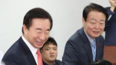[한국당 원내대표 경선 D-1]박빙 3파전 '비홍'결집이 변수…초ㆍ재선 잡아라