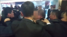"""中 외교부, 靑 기자 폭행 사건에 """"중국에서 발생한 사건…큰 관심"""""""