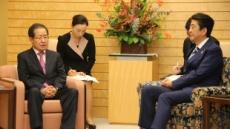 홍준표 한국당 대표, 아베 총리 만나 북핵 협력방안 논의