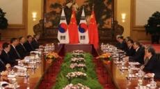 """與 """"북핵 해결에 도움"""" vs 野 """"외교참사, 굴욕외교"""""""
