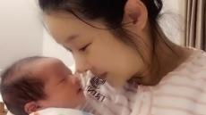 """현영, 생후 4일 둘째 아들 첫 공개…""""든든한 새 내 남친"""""""