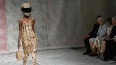 [세상은 지금]런던 패션위크에 참석한 엘리자베스 여왕