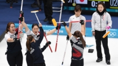 [2018 평창]  여자컬링, 연장 끝 일본 꺾고 결승행…은메달 확보