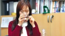 입안 바싹바싹 '구강건조증'…하루 물 6컵 마시면 도움돼요