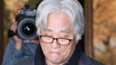 """'16명 무더기 성폭력' 혐의 연극인 이윤택 警 소환…""""죄송"""""""