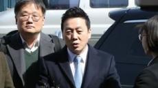 """'성추행 의혹' 정봉주 전 의원, 경찰 조사 마치고 귀가...""""무죄 자신"""""""