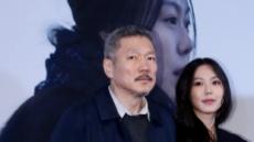 홍상수·김민희 커플 공개적 데이트…하남 쇼핑몰서 목격,김민희 아버지도 동반