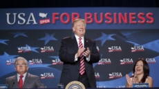 """""""생큐 납세자""""…트럼프, 백악관 앉아 번 돈 161억원?"""