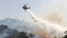 동부전선 DMZ 북측 산불 넘어와…산림청 헬기 진화중