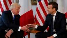 """마크롱, 트럼프에 """"이란 핵합의 유지"""" 촉구"""