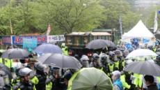 사드기지에 軍 공사차량 10대 추가진입…경찰 1000여명 투입 '긴장감'