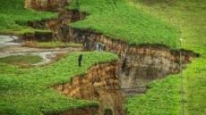 깊이 20m 초대형 싱크홀 생긴 뉴질랜드
