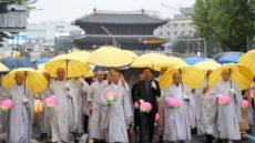 도종환 장관 연등행렬 참가, 13일 우정국로에선  연등놀이