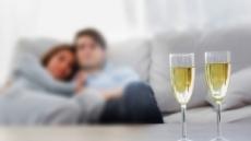 [가정의달, 부부건강③] '과도한 홈술 즐기는 부부'…알코올중독도 같이 생겨요