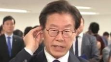 """이재명 인터뷰, """"잘 안들린다""""며 이어폰 뽑아…질문 회피?"""