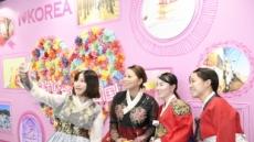 일본인들 한국문화 만끽…한복 입고 셀카, EDM즐기기