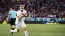 '축구 정치' 논란…금지하나 갈망한다, 고로 존재한다