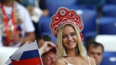 """""""미녀 관중만 골라 찍지마""""…FIFA, 중계 방송사에 경고"""