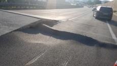 서해안고속도로 폭염에 도로가 30cm 치솟아