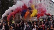 [포토뉴스] 폴란드 '공권력 남용반대' 불꽃연기 시위