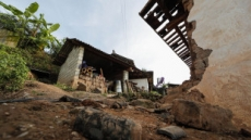 中 윈난성 푸얼 진도 5.9 지진…가옥 3만여채 파손