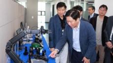 """성윤모 산업부 장관 """"국내 제조업의 '혁신성장' 지원""""…첫 현장방문지 로봇기업"""