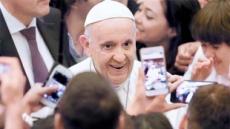 문 대통령 교황청 방문에 유흥식 주교 등 참석