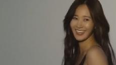 '소녀시대' 유리, 검은 란제리 차림·과감한 상반신 노출 '아찔'
