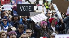 소액 기부의 힘…중간선거 앞두고 돈 긁어모으는 민주당