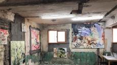 철거 앞둔 건물, 예술품의 온기를 입다