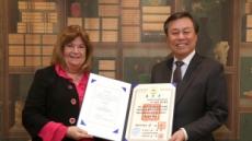 평창의 시어머니 린드베리, 한국 훈장 받았다