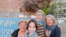 배우 한수연, '삼청동 외할머니'들과 다정하게 한컷