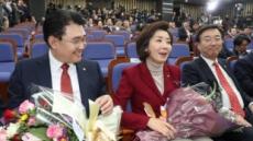 """한국당 신임 원내대표 나경원 """"분열 아닌 보수대통합"""""""