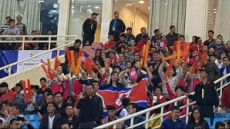 '박항서 매직' 북한 대표팀과의 친선경기도 응원열기 후끈
