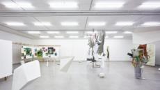 물감 대신 리서치 데이터로 미술계 노동현실에 '포커스'