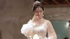 '원조 디바' 김완선 순백의 웨딩드레스 입은 사연