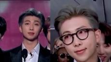 """""""안경 쓴 남자 누구~""""그래미서 유창한 영어 뽐낸 RM, 온라인에서 큰 주목받아"""