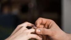 '다이아몬드는 영원히' 이제 옛 말…'1파운드' 약혼반지의 흥행 이유