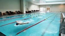 호텔 수영장서 수영하던 초등생 의식불명…경찰 수사