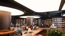 이 호텔엔 특별한게 있다…식사때 아이 맡아주고, 2만권 비치 서점에서 독서도