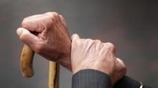 가만히 있어도 떨리는 손…고령화로 '파킨슨병' 환자 해마다 증가