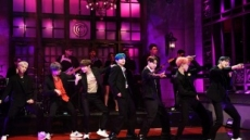 방탄소년단, 전세계 최초 美 'SNL'서 컴백 무대..여유 넘친 완벽한 라이브 선보여