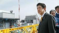 양복만 입고 원전 찾은 아베…후쿠시마산 쌀로 밥도 먹어