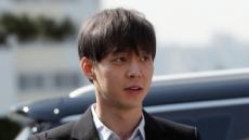 """경찰 출석 박유천 여유(?)있는 미소…'죄송' 대신 """"감사합니다"""""""