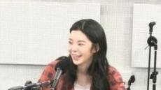 """""""남태현과 예쁜 사랑 하세요"""" 축하에 장재인 수줍은 미소"""