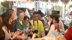 '5, 6월은 전통시장 구경하러 오세요'…외국인 관광객 모시기 한창