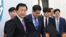 """""""수구보수 매도 유감…퇴진해야"""" 오신환, 손학규면전에서 직격탄"""