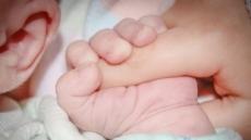 강제로 엄마 뱃속에서 꺼내진 아기, 병원서 사투