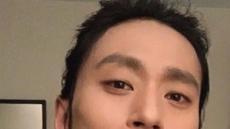 김성규, 칸 인증샷…블랙 수트 입고 미소 만발